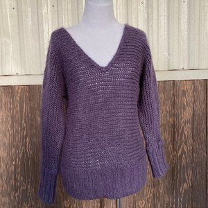 American Eagle v neck sweater size M